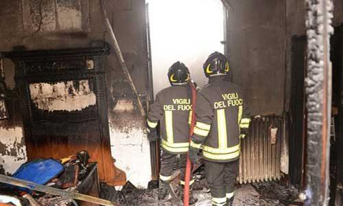Bambini lanciano una bottiglia incendiaria nella casa di un anziano
