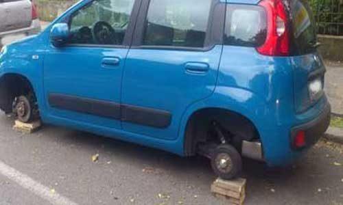 Ora rubano anche le ruote: un arresto e due denunce