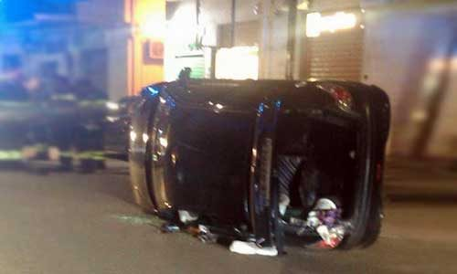 Incidente in via cappuccini: un'auto si capotta dopo un urto