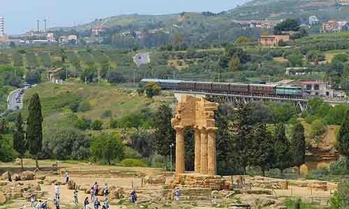 """Ritorna oggi il servizio turistico del """"treno storico"""" che attraversa la Valle dei Templi ed arriva alla Scala dei Turchi"""