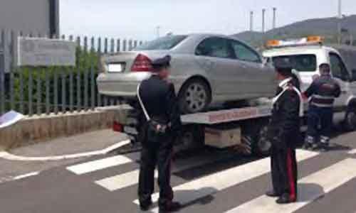"""Comandante dei vigili urbani """"beccato"""" senza assicurazione e revisione: i carabinieri gli sequestrano l'auto"""