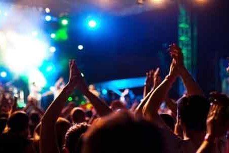 """Notte di """"anarchia"""" a Sciacca: Musica a tutto volume, fuochi d'artificio e schiamazzi fino alle 4:00, ma la polizia non ha i mezzi per intervenire"""