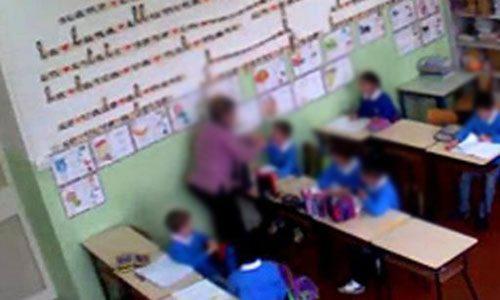 Arrestate 3 maestre: schiaffi, calci e ingiurie su bambini di una scuola elementare