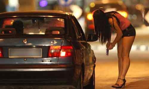 """Trapani dichiara guerra alla prostituzione: multe di 250€ per """"lucciole"""" e clienti"""