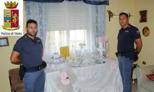 Gli sposi sono all'altare: i ladri gli entrano in casa e provano a rubare i regali di nozze