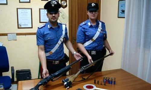 """Nonno 81enne """"Rambo""""Minacciava il vicino con una pistola e a casa aveva due fucili: arrestato dai carabinieri di Sciacca"""