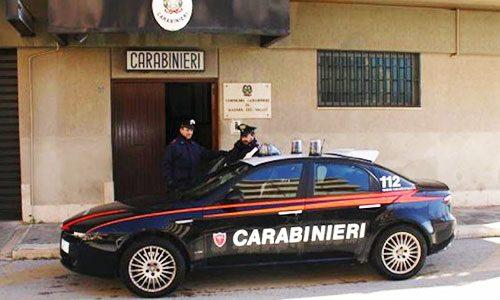 Evade dai domiciliari e per sfuggire ai carabinieri si getta in mare: arrestato lo stesso