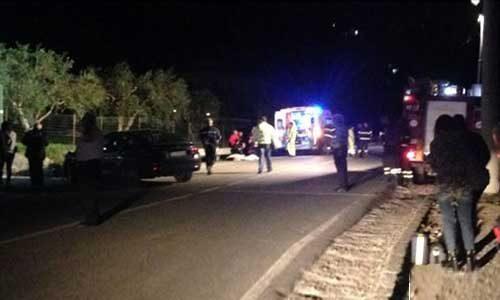 Ancora un incidente mortale: una ragazza a bordo di una moto si scontra con un'auto