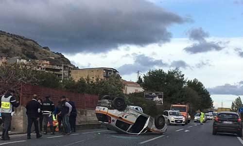 Ancora un incidente sulla Palermo-Agrigento, un auto-ambulanza con un malato si cappotta