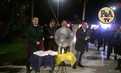 Inaugurato e acceso, ieri sera l'albero di Natale in piazza A. Scandaliato -VIDEO