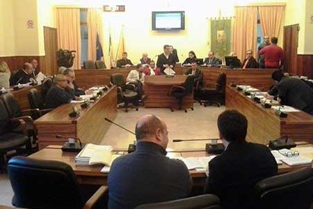 Sciacca. Caos Consiglio Comunale: è roulette russa, l'opposizione chiede dimissioni, ma manca 2 volte il numero legale