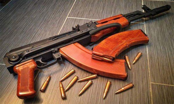Blitz dei Carabinieri: sequestrati fucili, Kalashnikov AK 47, Calibro 12 e munizioni