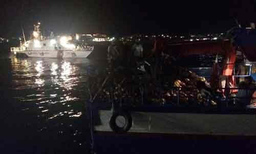 La Guardia Costiera blocca e sanziona un motopesca tunisino intento a pescare nelle acque italiane