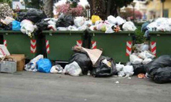 Sciacca, Emergenza rifiuti. Dipendenti Sam ancora senza stipendio: da domani sospeso il servizio