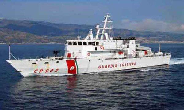 Sciacca. la Capitaneria di porto intercetta barcone di migranti di fronte la costa di Verdura