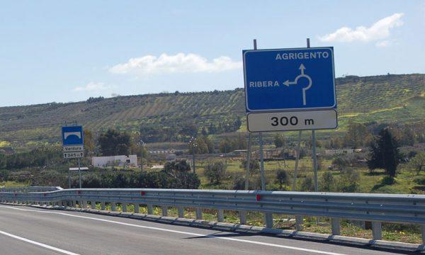 Rubata segnaletica su alcune strade provinciali vicino Ribera: i Carabinieri indagano