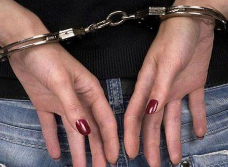 Arrestata donna che già ai domiciliari per furto di elettricità, era intenta a vendere panini in un festa paesana