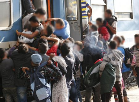 """È successo ancora: 60 extracomunitari hanno """"invaso"""" il treno per Palermo: sgomberato da polizia e carabinieri"""