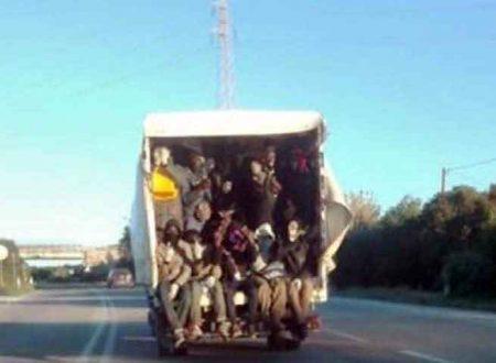 Statale 115. Extracomunitari trasportati su un camion come bestiame: stupore ed incredulità