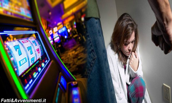 Vuole fare prostituire la madre per giocare alle macchinette e picchia il fratellino: 15enne arrestato