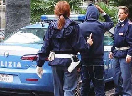 46enne non si rassegna alla separazione, minaccia l'ex moglie e incendia l'auto del nuovo compagno: arrestato