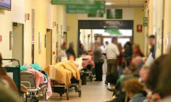 La lasciano in sala di attesa al pronto soccorso: 38enne madre di due bambini piccoli, muore di infarto