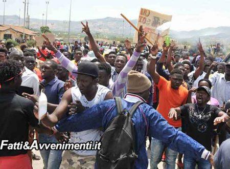 Catania. Immigrati ospiti del Cara di Mineo bloccano la SS417: protestano per il taglio ai servizi struttura