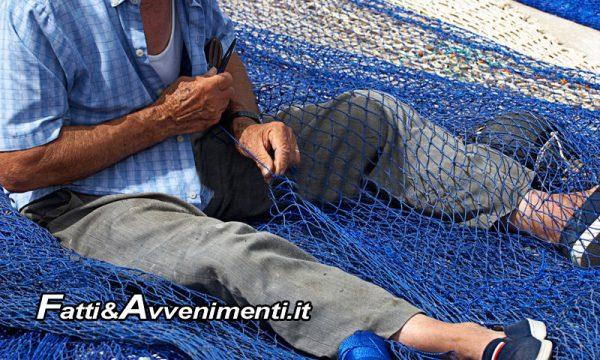 Sciacca, porto. Fruibile tettoia di riparo per la manutenzione di reti da pesca, ma solo per gli iscritti al registro apposito