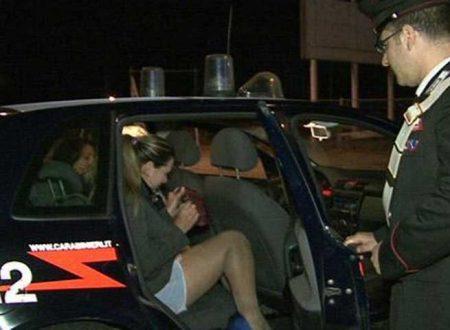 """Rissa tra prostitute per posto in cui """"battere"""" e clienti contesi: arrivano i carabinieri"""