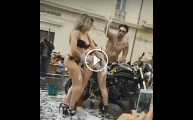 Scandalo ad Avola. Sexy show in piazza davanti ai bambini: opposizione vuole la testa del sindaco, organizzazione sanzionata