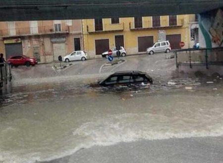 Bomba d'acqua sull'Agrigentino, Canicattì allagata con auto sott'acqua e vigili del fuoco in azione