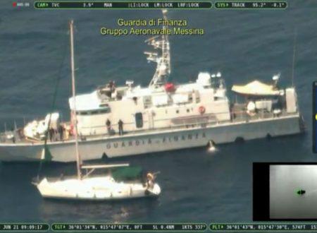 Scafisti turchi su barca a vela si fingono ricchi turisti e fanno sbarcare 70 pachistani: fermati dalla GDF
