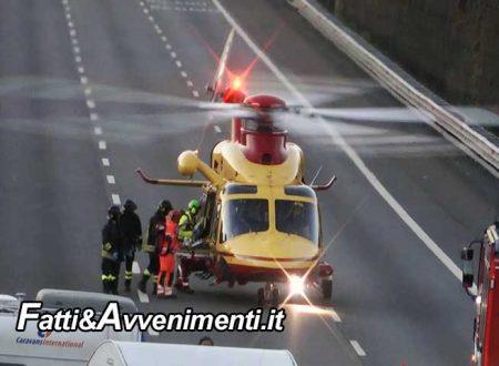 Tragico incidente all'alba sulla A19: due persone sono morte e tre sono rimaste ferite