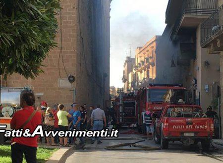 Sciacca. Incendio in un magazzino in Corso V. Emanuale: Titolare fugge dalla finestra per salvarsi
