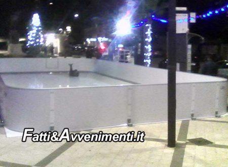 Sciacca. Montata la pista ghiacciata in piazza S. Friscia: Fioccano le polemiche per i 10mila euro spesi dal Comune