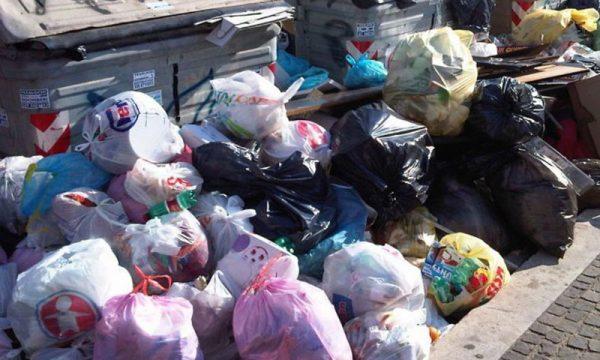 Vittoria (RG). Sorpreso mentre abbandonava rifiuti in strada: multato dalla Polizia di Stato