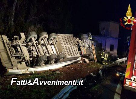 Catania. Incidente mortale sulla A18, un Tir si ribalta: perde la vita il conducente rimasto intrappolato nella cabina