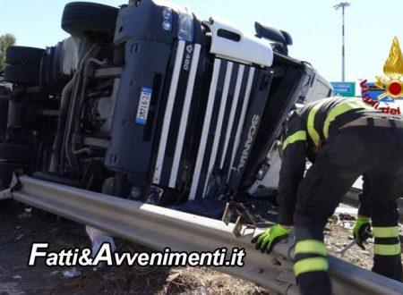 Catania. Tir si ribalta in tangenziale, grave l'autista estratto dal mezzo dai pompieri e trasferito in elisoccorso