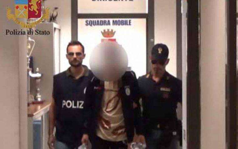 Ragusa.  Arrestato stalker: perseguitava la vicina di casa  masturbandosi davanti alla sua porta