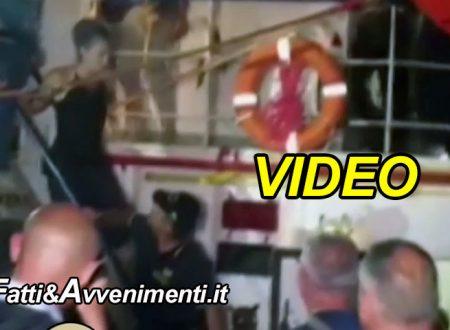 Lampedusa. Arrestata Carola Rackete (VIDEO): la Sea Watch non si ferma all'alt della G.d.F. e attracca in porto