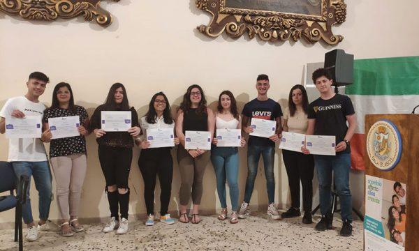 """Sciacca. Intercultura premia 9 studenti, 6 vanno via, ma torneranno: """"Arrivederci e grazie di esserci"""""""