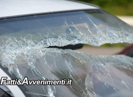 Tragedia sfiorata sulla  A19: Tir in corsa perde un pezzo di ferro che frantuma il parabrezza di un Suv