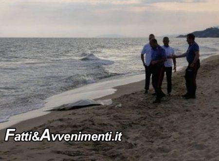 """Gela. Ritrovato cadavere senza testa e gambe in spiaggia: indaga la Procura. Foto """"forti"""" all'interno"""