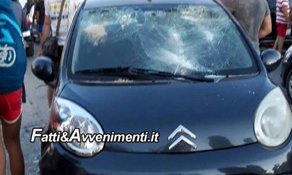 Modica. Ubriaco lancia sassi contro auto che con i vetri rotti si ferma, poi aggredisce un'occupante: 45enne arrestato