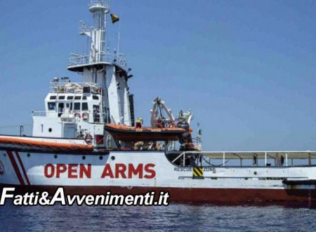 Open Arms. La Spagna contro l'Ong: C'era un accordo con Malta ma hanno scelto Lampedusa e rifiutano Minorca