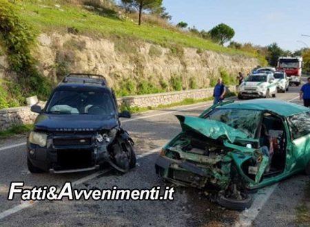 Ragusa. Scontro tra due auto, due donne estratte dalle lamiere dai pompieri: una muore l'altra è grave