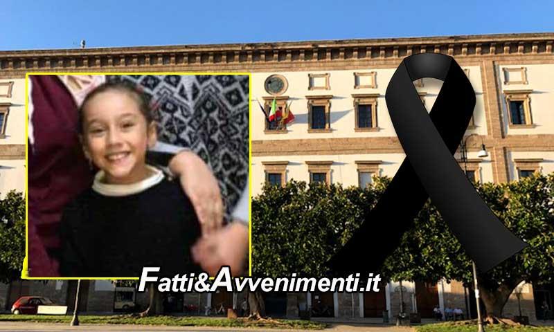 Sciacca partecipa al dolore per la piccola Carola: bandiere a mezz'asta nel giorno del funerale - Fatti e avvenimenti
