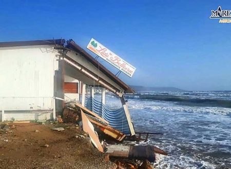 Eraclea Minoa. Sempre peggio, l'erosione della spiaggia non si arresta e il mare si porta via un ristorante