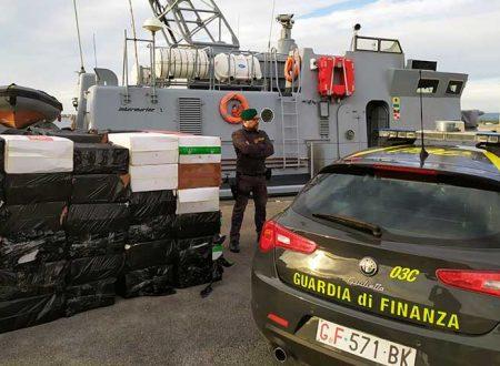 Sicilia. G. di F. sequestra 7 tonnellate di sigarette, 160mila €  e 17 persone arrestate, uno con il reddito di cittadinanza