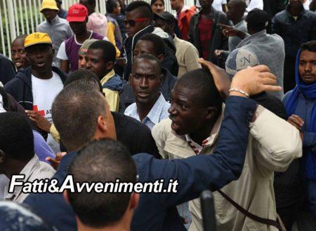 Agrigento. Migranti in rivolta: la paghetta è in ritardo di 10 giorni e deve intervenire la polizia